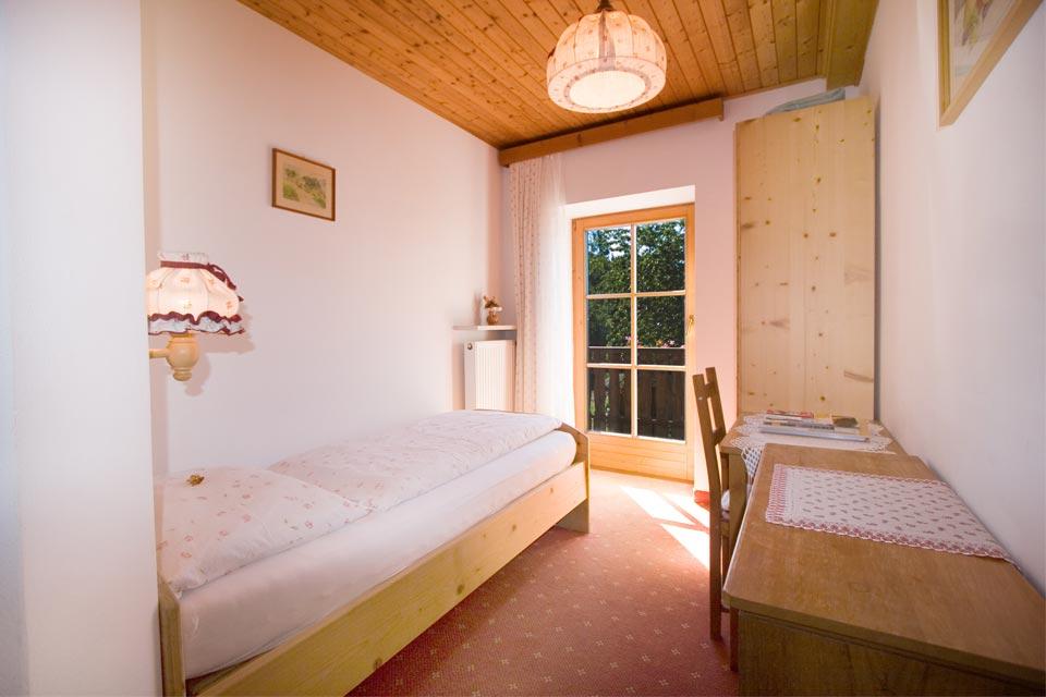 Camera Corona con letto singolo, balcone, bagno con doccia, WC e ...